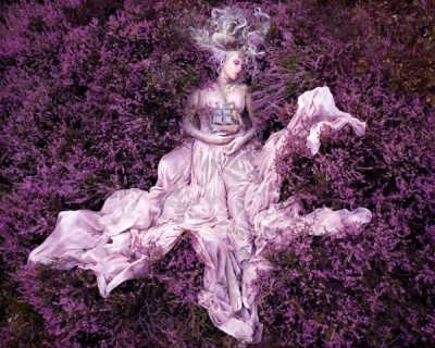 new-wonderland-photos-by-kirsty-mitchell-2-600x480